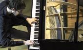images/gallery2/09-playing-piano-over_600x364.jpg