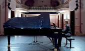 images/gallery2/16-piano-solo-2_600x364.jpg